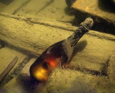 garrafa no mar